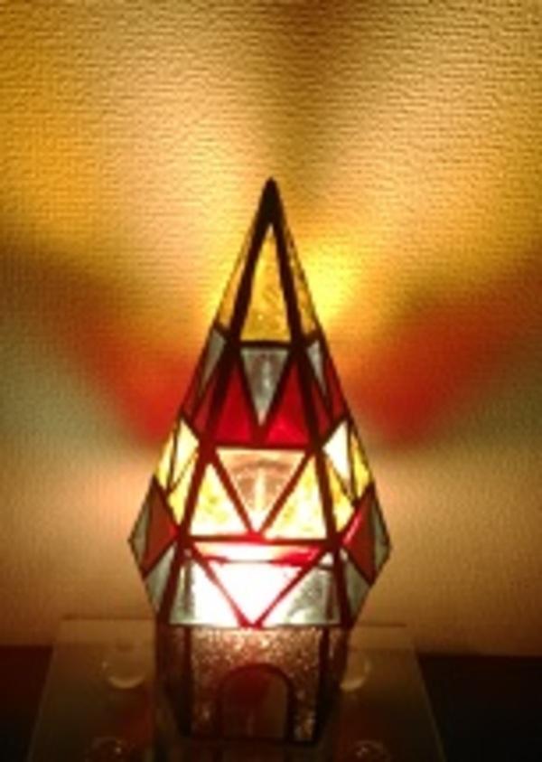 五角形ピラミッドと五角筒のランプ