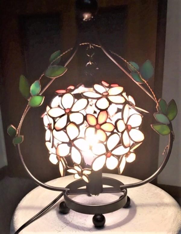 2019.5.21. 花弁の球ランプ  :制作 横山千鶴 さんのサムネイル