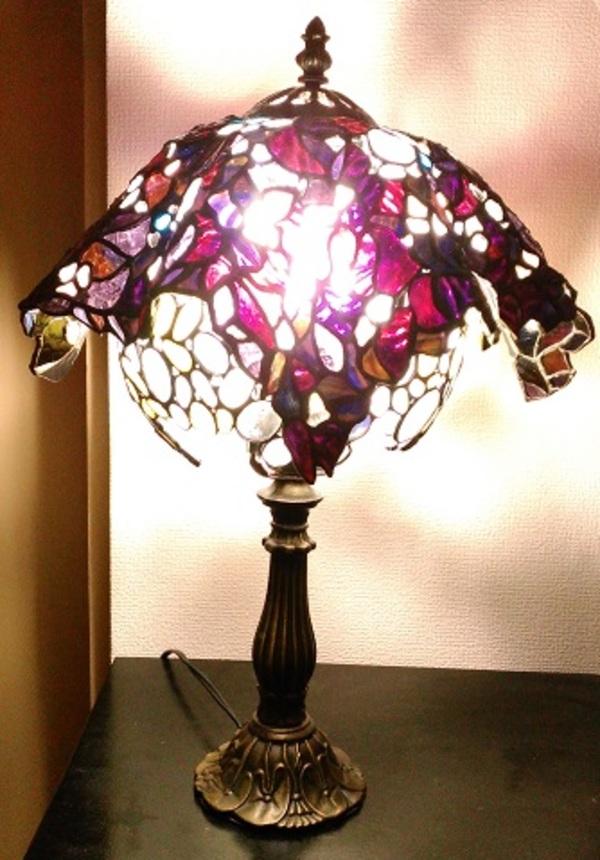 ステンドグラスの不思議なランプシェード