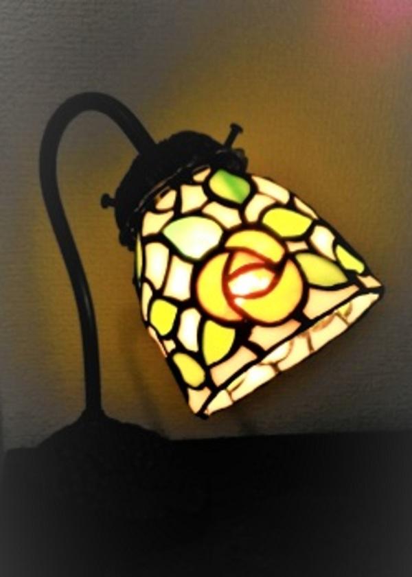 グースネックのランプ「バラ」