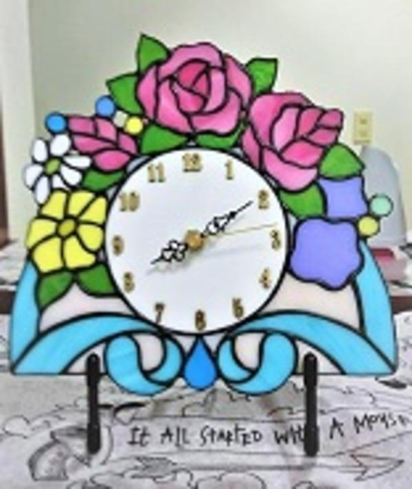 2019.7.30. ステンドグラスの花時計  :制作 金森美恵 さんのサムネイル