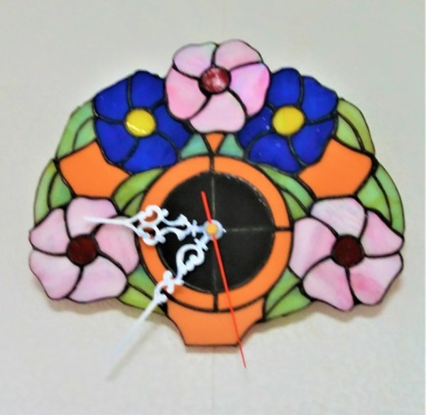 2019.9.20. ステンドグラス「花の掛け時計」  :制作 今村寿彦 さんのサムネイル