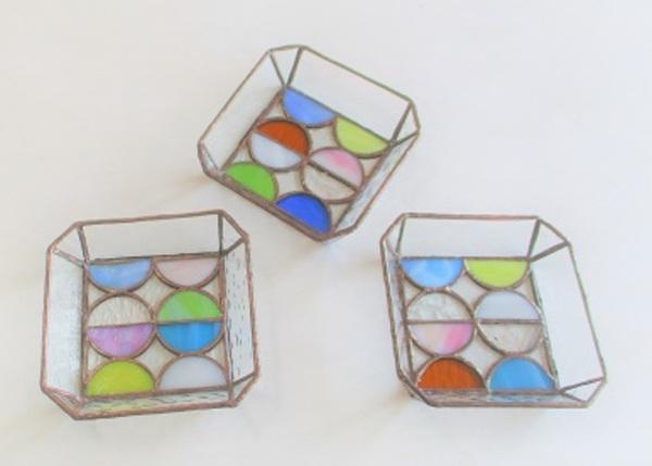 2019.9.23. ステンドグラスの小皿  :制作 横山千鶴 さんのサムネイル