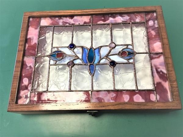 2019.10.10. ステンドグラスの宝石箱(大)  :制作 笠井律子 さんのサムネイル