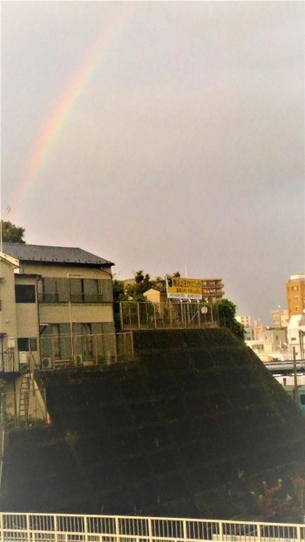 窓から 大きな虹が見えました!