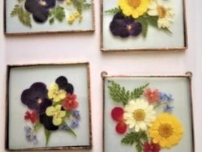 2019.12.14. ステンドグラス:押し花の壁掛  :制作 ミニRabi さん