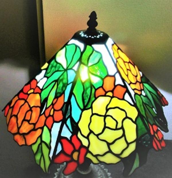 2020.3.23. ティファニースタイルのランプ「ベゴニア」  :制作 横山千鶴 さんのサムネイル