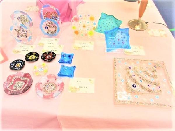 (16) フュージングのお皿各種  :制作 朝野春美 さんのサムネイル