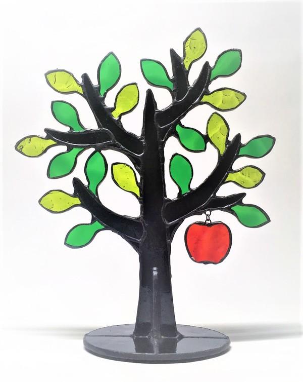 2018.7.22. リンゴの樹  :制作 森山晃 さんのサムネイル