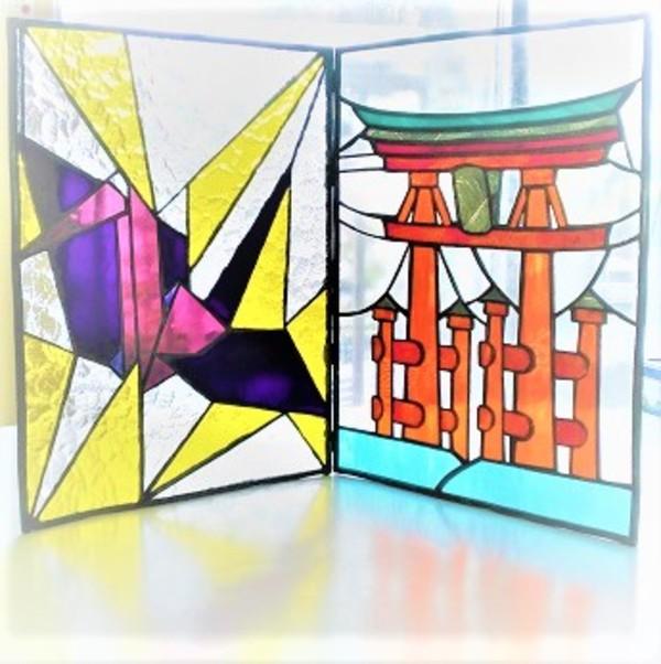 2018.11.13. ステンドグラスの屏風「宮嶋と折鶴」  :制作 Kyoko さんのサムネイル