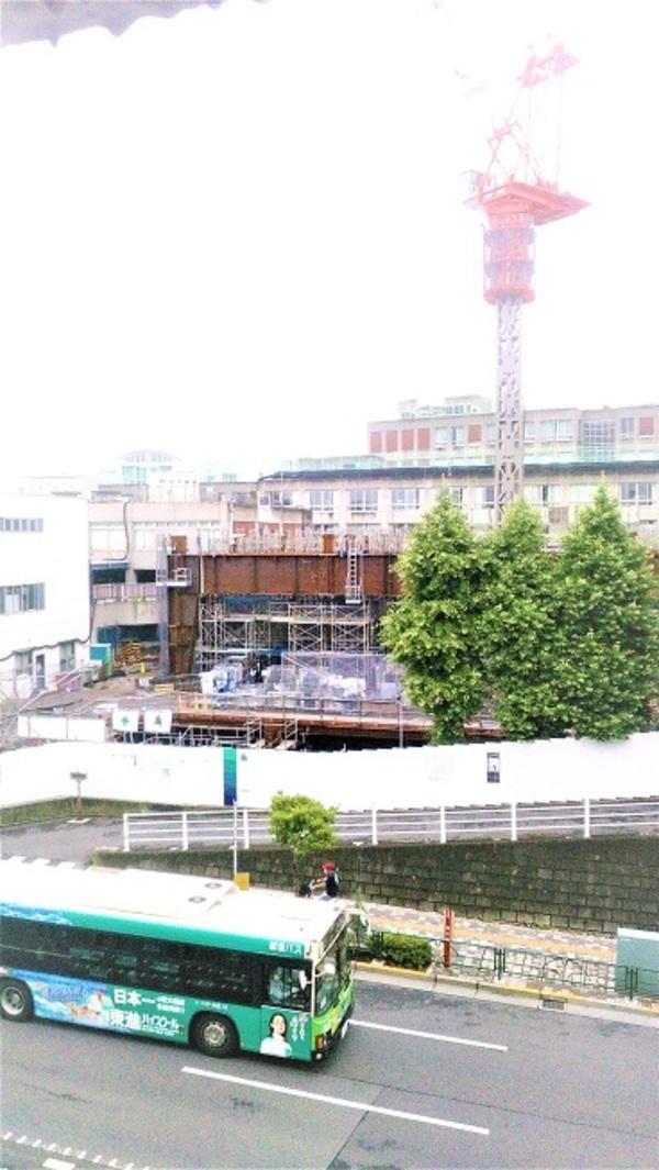 窓から見える工事進捗状況