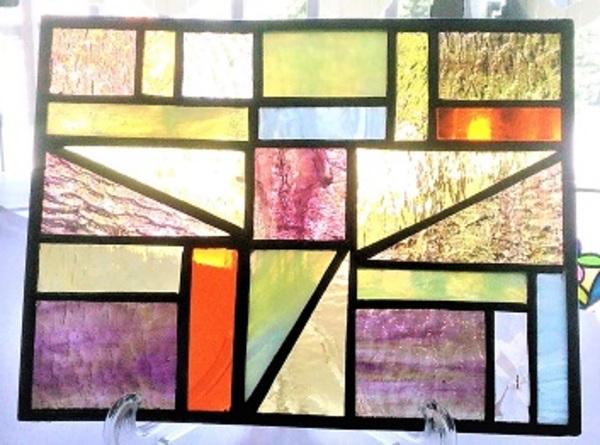 2020.6.10.  ステンドグラスのパネル飾り  :制作 代田千栄子 さんのサムネイル