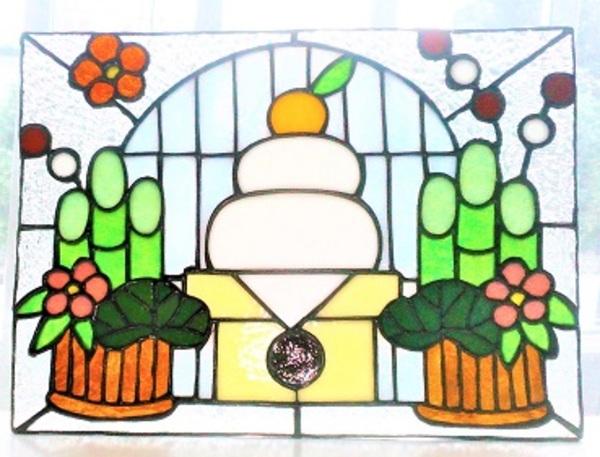 2020.6.12.  ステンドグラスの飾りパネル  :制作 金森美恵 さんのサムネイル