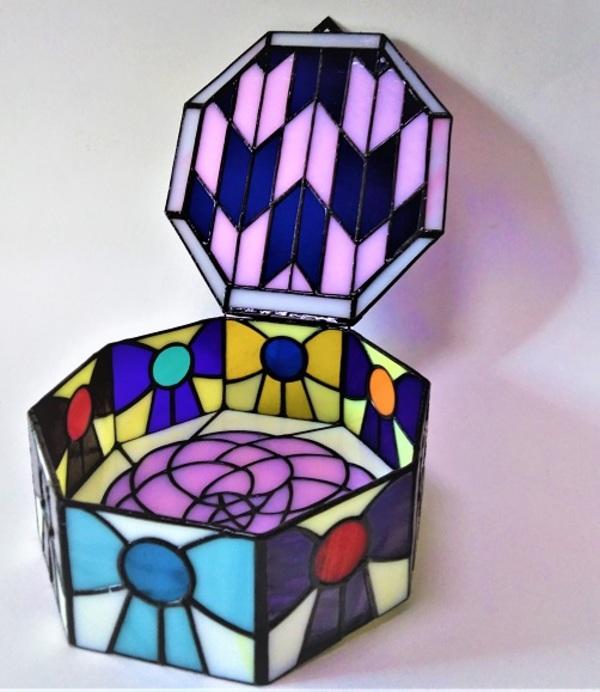 ステンドグラスの貴重品BOX 「乙女の饗宴」