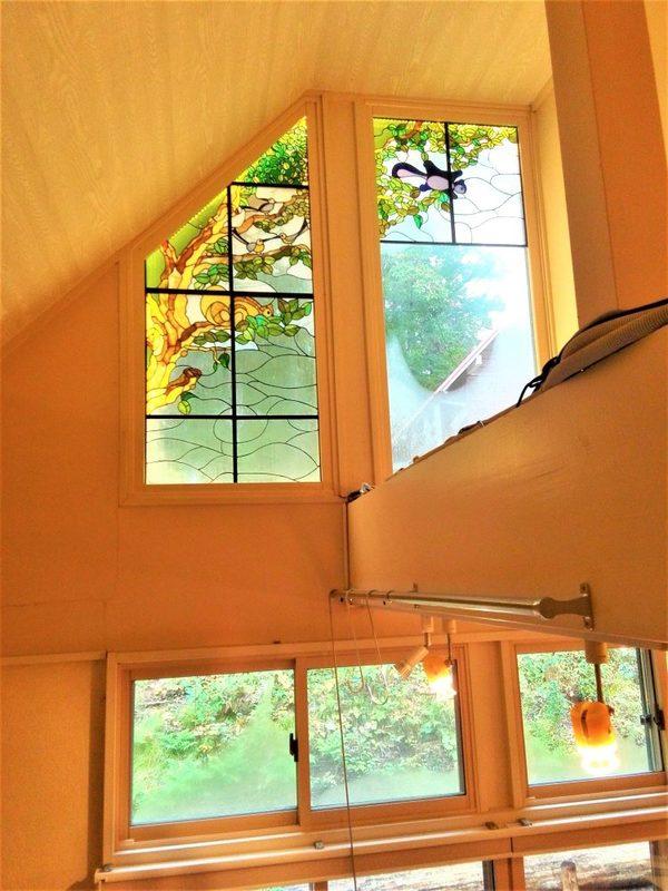 豊かな自然に溢れるステンドグラス・パネル