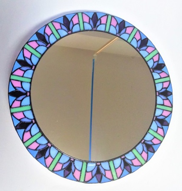 ステンドグラスの丸い大鏡