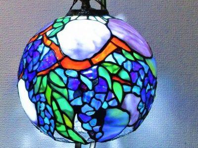 2021.1.20. 球体の吊りランプ「藤と紫陽花」  :制作 大久保千聖 さん