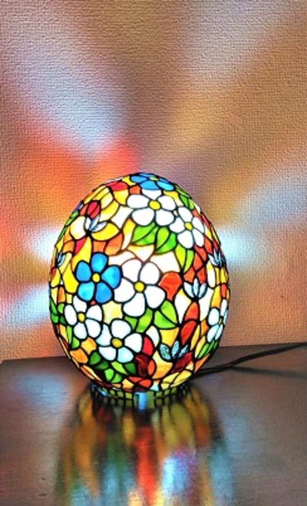 卵型のステンドグラスランプ「春」