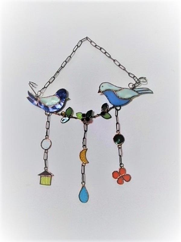 2021.4.3. ステンドグラスの吊り飾り  :制作 横山千鶴 さんのサムネイル