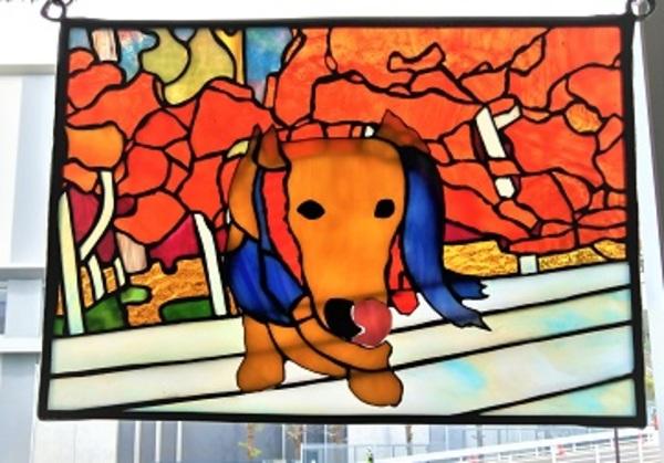 2021.4.13. ステンドグラスパネル「愛犬」  :制作 鈴木かほる さんのサムネイル