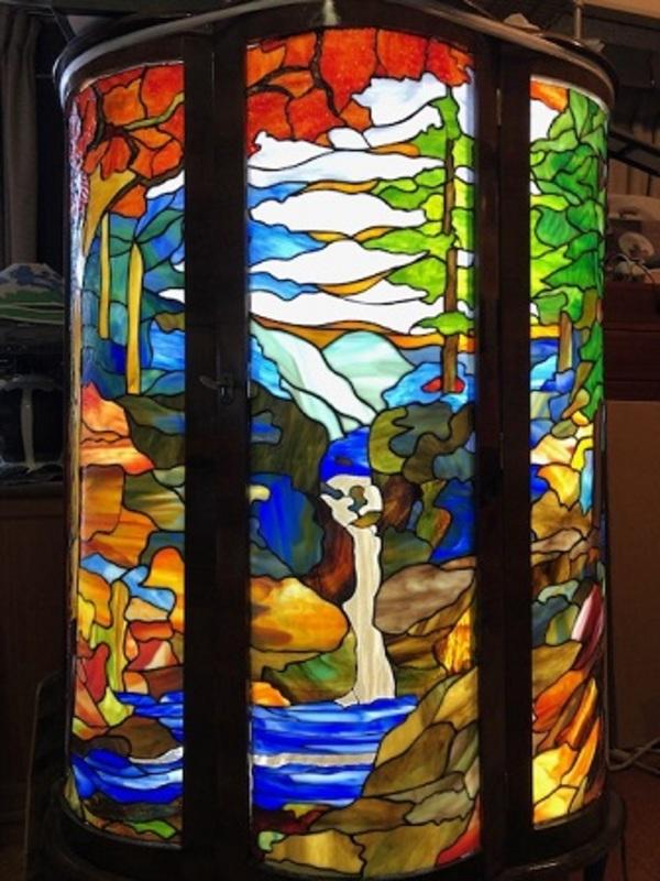 キャビネットのステンドグラス「紅葉」