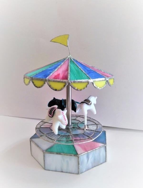 2021.4.9.     夢をのせて・・merry-go-round  :制作 木村州江 さんのサムネイル