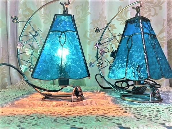 2021.5.5. ステンドグラスの吊りランプ(4面体)  :制作 笠井律子 さんのサムネイル