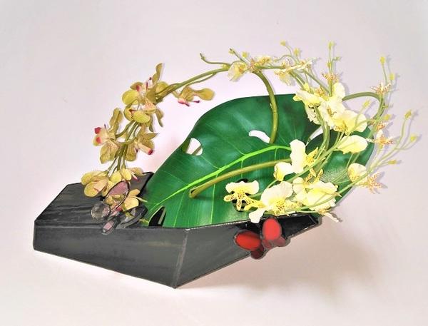 2021.9.27. ステンドグラスの花器  :制作 小澤麻里子 さんのサムネイル